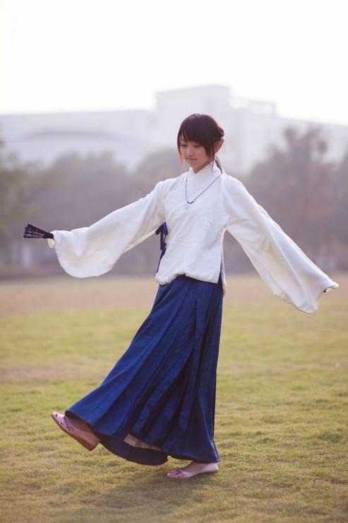 为什么韩服,和服搭配现代发型毫无违和感,汉服就不行?图片