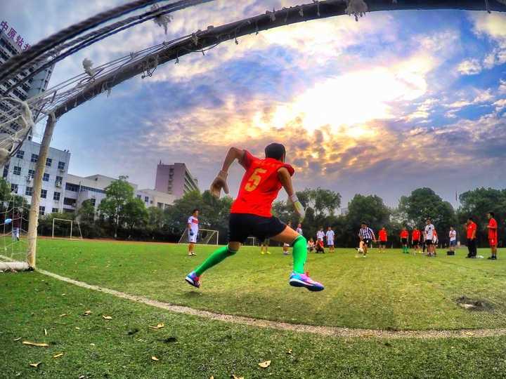 小学足球比赛失败作文_足球趣味比赛_小学作文,我爱足球