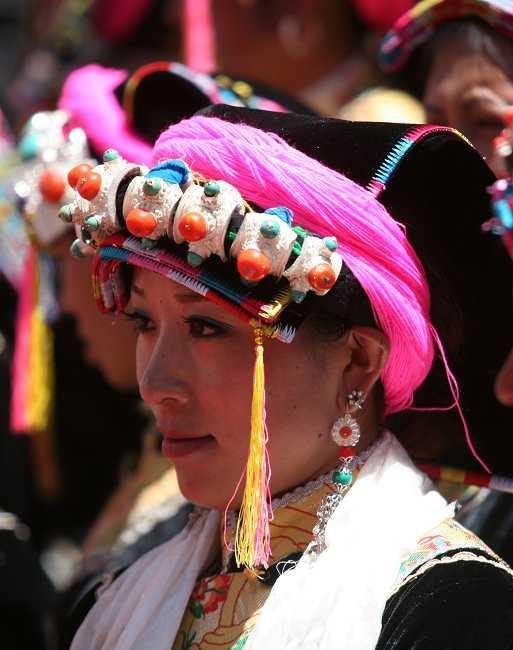 而康巴藏区的丹巴加绒藏区则是当年西夏王族的后裔.