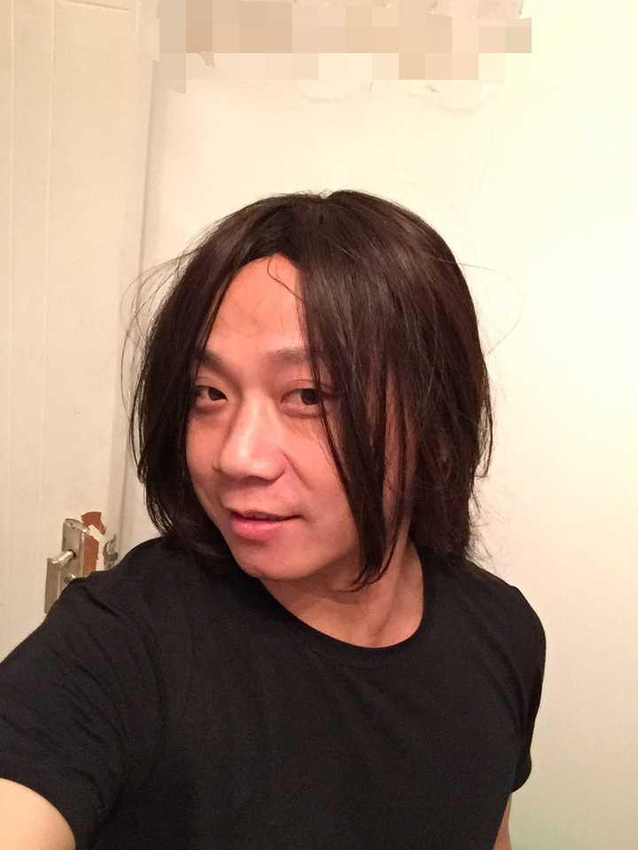 发际线高且m型发际线的男人适合什么发型?额头较大?图片