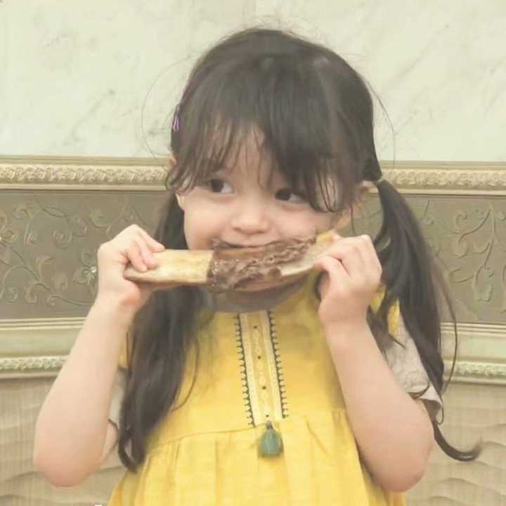 可爱小孩吃东西图片