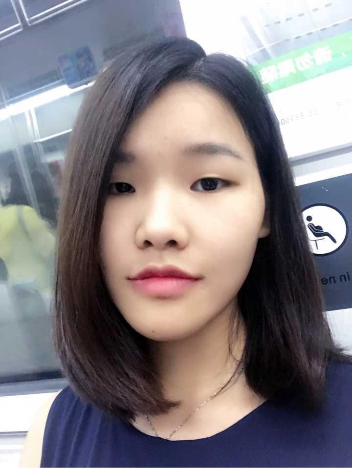 窄额头小眼睛高颧骨塌鼻子菱形脸适合什么发型?