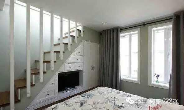 楼梯位于客厅的复式楼,客厅如何布局?图片