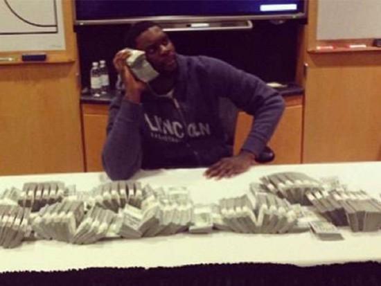 NBA 球员的工资是以何种方式发放的?