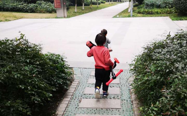 应不应该让孩子通过做家务来赚取零花钱?