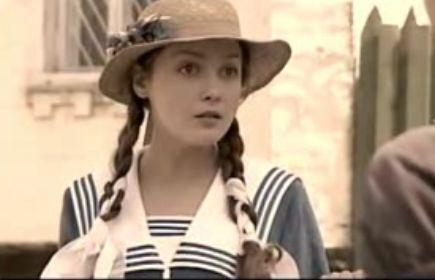 冬妮娅恐怕是我们父母那个年代男孩对初恋的最美好诠释,一个美丽奔放图片