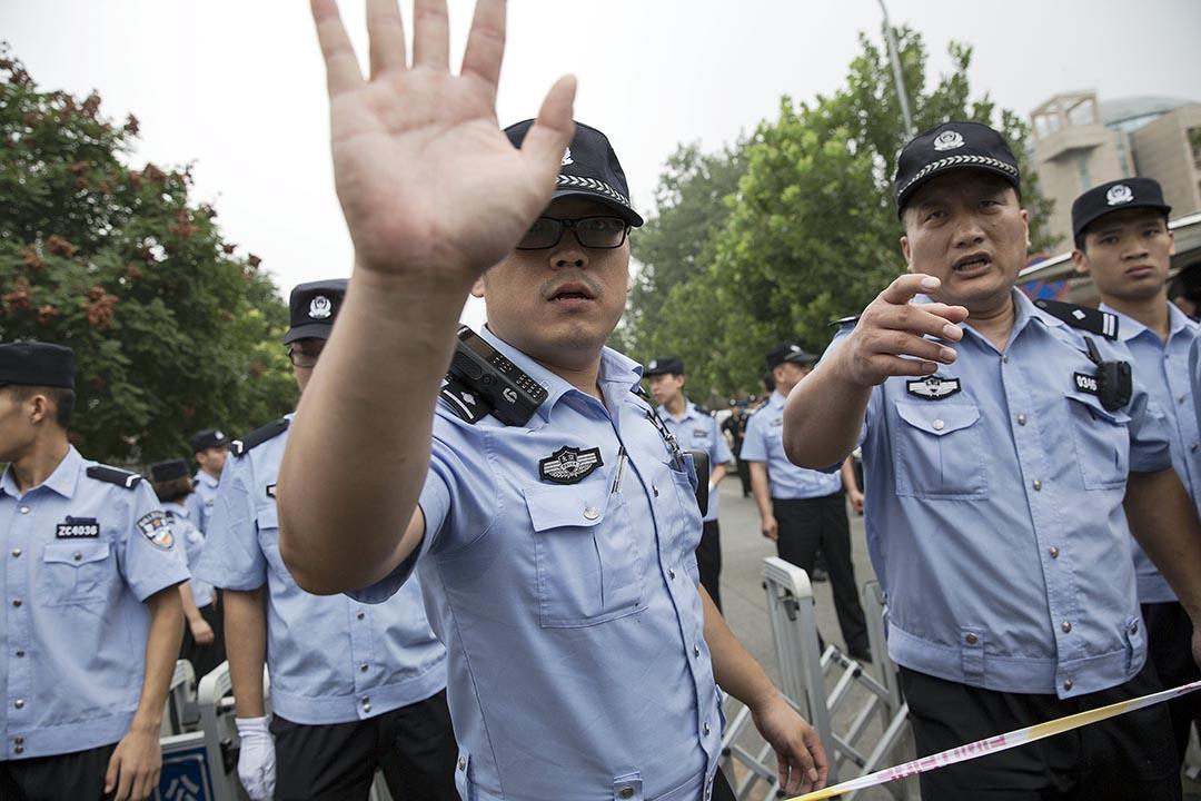 待知乎突然出现这么多暗讽中国是法西斯国家的
