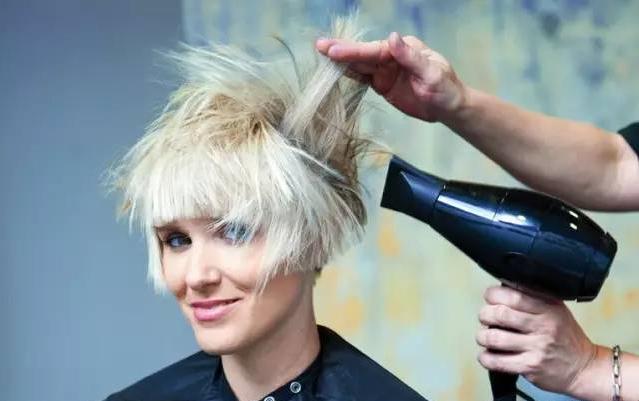 头发毛躁 ,小碎发多在不伤害头发的前提下有什么办法能让头发服帖?图片