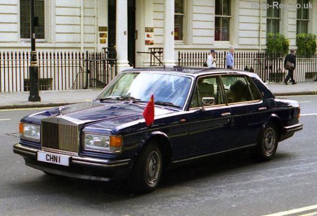 大使馆的车.   还有这辆:   没错,女王陛下的车是没有号牌的高清图片
