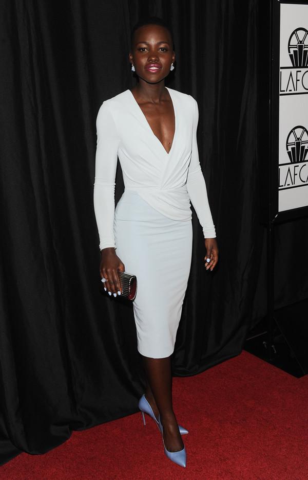 黑女生皮肤穿颜色女生比较好看?好好聚散的唱衣服图片