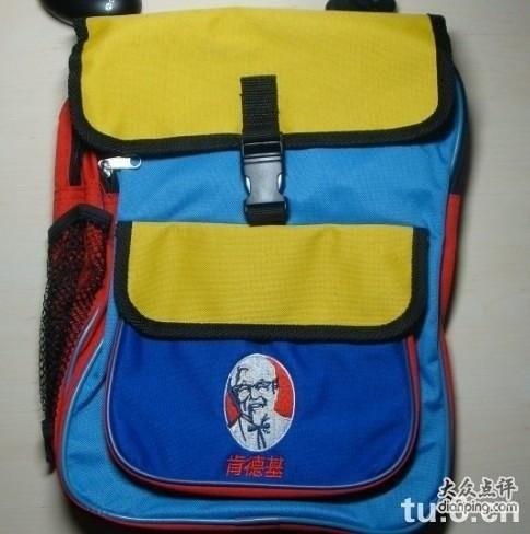 我上小学的时候特别流行肯德基的书包,长这样图片