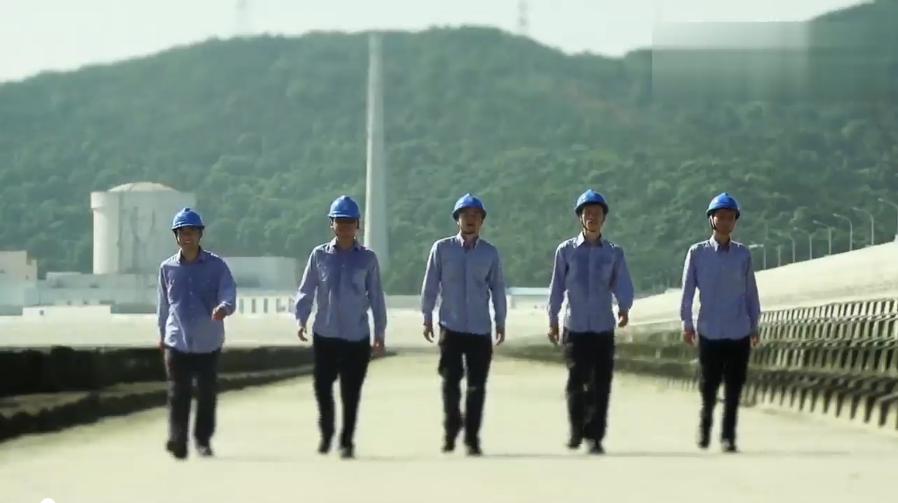 中国核电小苹果里面出现的工作服分别都是什么