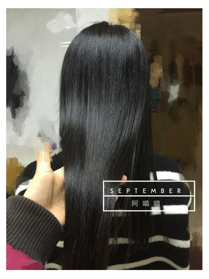 头发毛毛糙糙的,好多碎头发炸起来.
