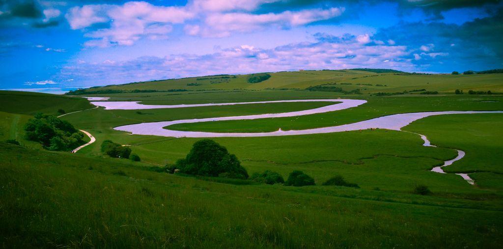 地偏力对河流