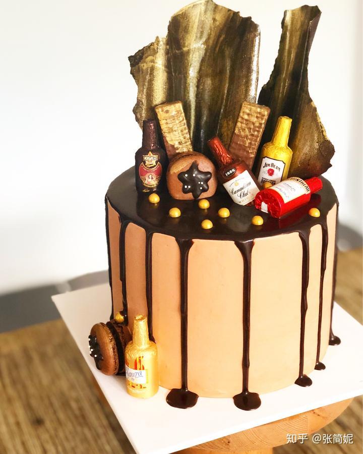 给爱喝酒同事做的蛋糕上一定要放酒心糖点点题!图片