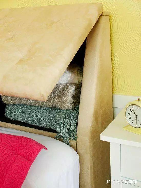 这种作为门扇的床头板既可以是纯木板,也可以是软包的床头板,关闭时图片
