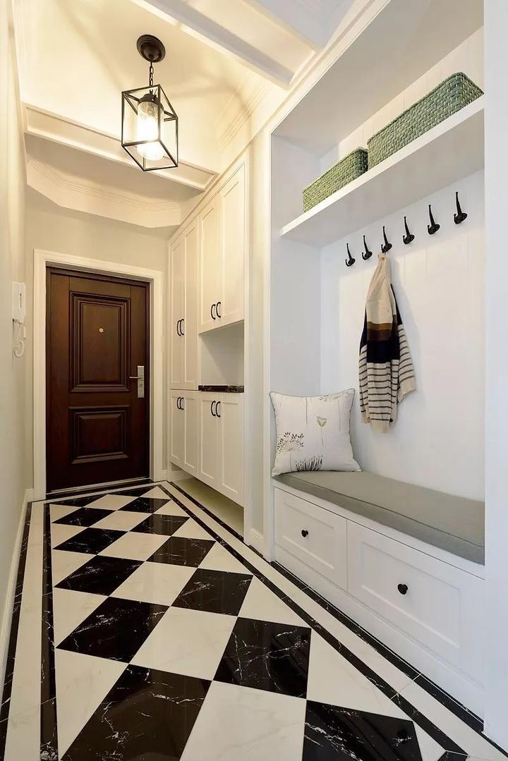 除了把鞋柜做大一些外,还可以把玄关鞋柜这样去设计!图片