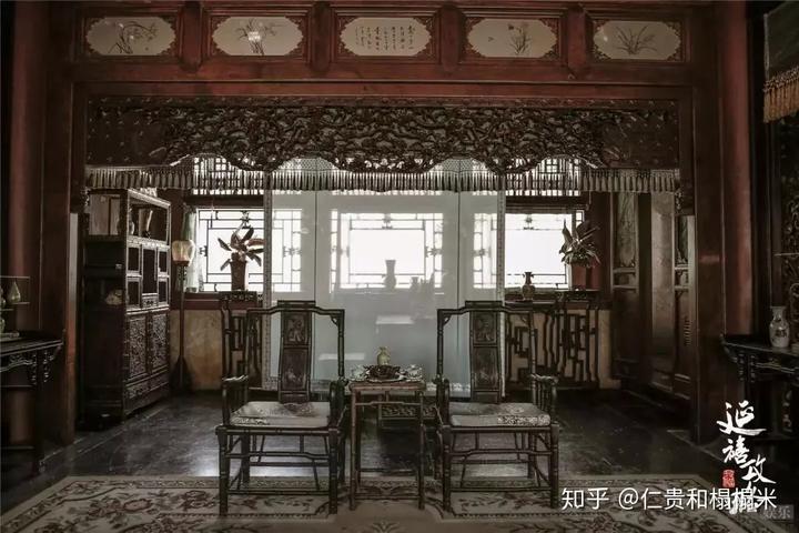该剧光是储秀宫单面的岫玉雕花背景墙制作起来就要耗时2个月.图片
