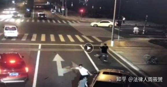 昆山纹身男砍人不成反被杀案:骑车男属无限防卫,无罪!