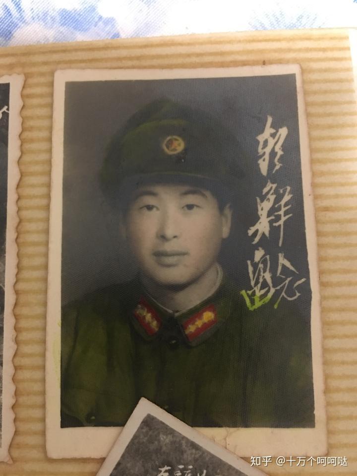 一排右一这个朝鲜小姑娘真是可爱啊,这个颜色有点像人物灰色网红发型头发卡通图片