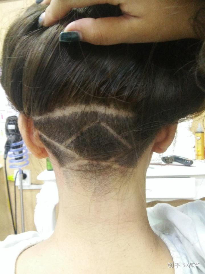 你们觉得女生把头颅后面的头发剃了怎么样?图片