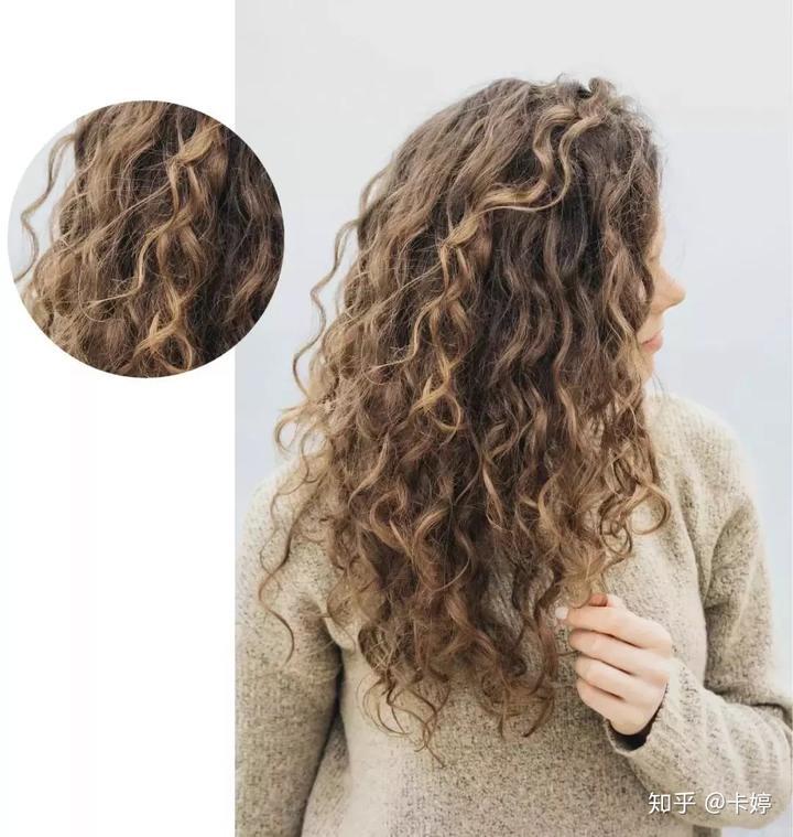羊毛卷顾名思义,就是像羊毛般蓬松卷曲,卷度很大,比泡面卷看起来要图片