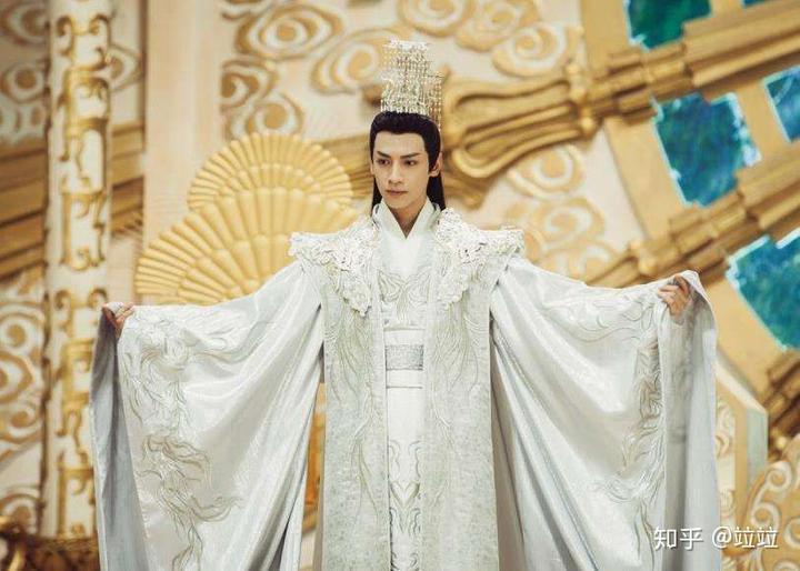 的如_如何评价邓伦和罗云熙在《香蜜沉沉烬如霜》中的古装扮相?