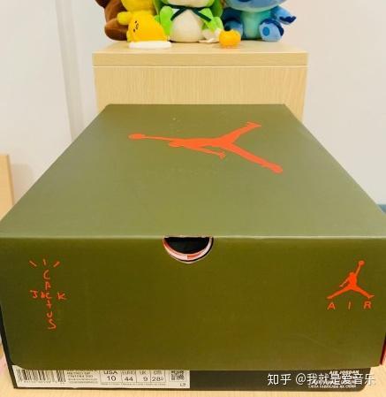 aj6ts联名开箱测评  鞋盒信息看一下,配色上的话是和鞋身一样的设计