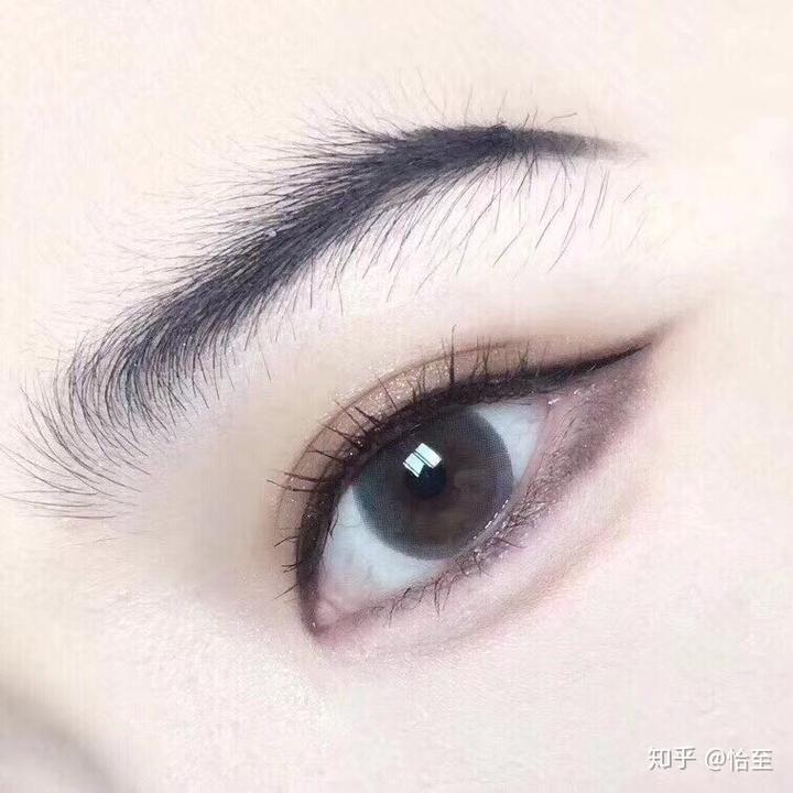 拍写真戴哪个颜色款式的美瞳好看?