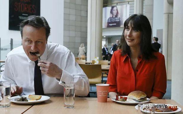 为什么美国人吃饭只用叉子?图片