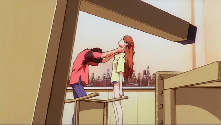 明日香/有谁注意到其实在打飞机之前Shinji已经掐过Asuka一次了?