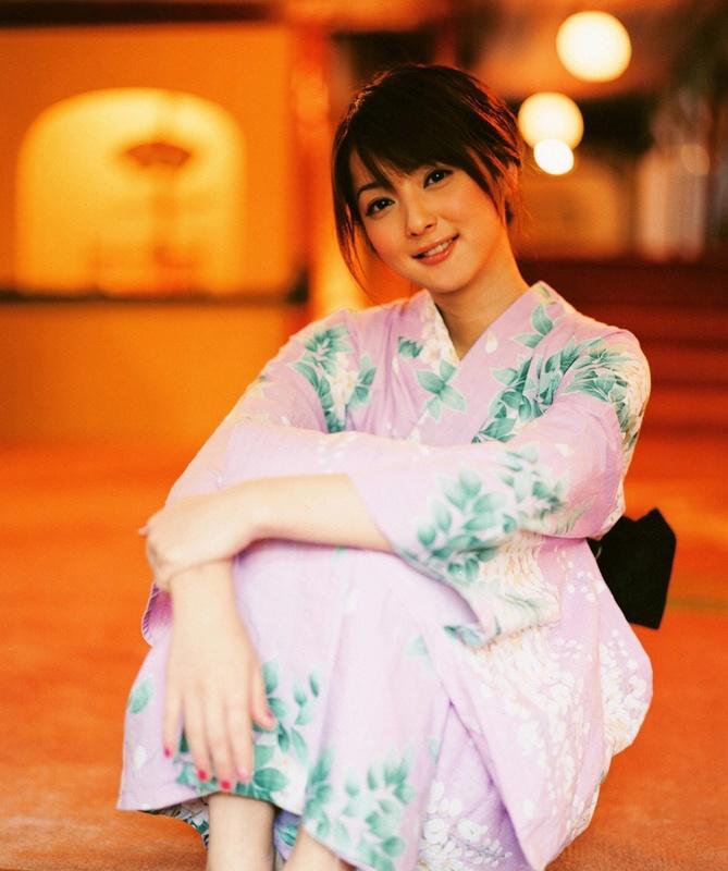 """国产美女写真与日本写真的迥异:写真,却无法写""""真"""""""