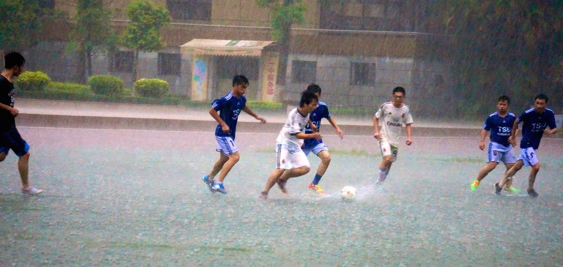 组织较严密的业余足球队是如何安排训练的? -