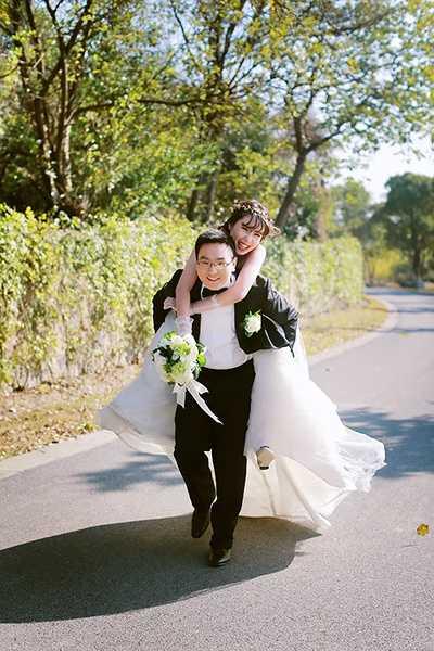 一个人摆拍造型_你理想中的婚纱照是什么样子的? - 知乎