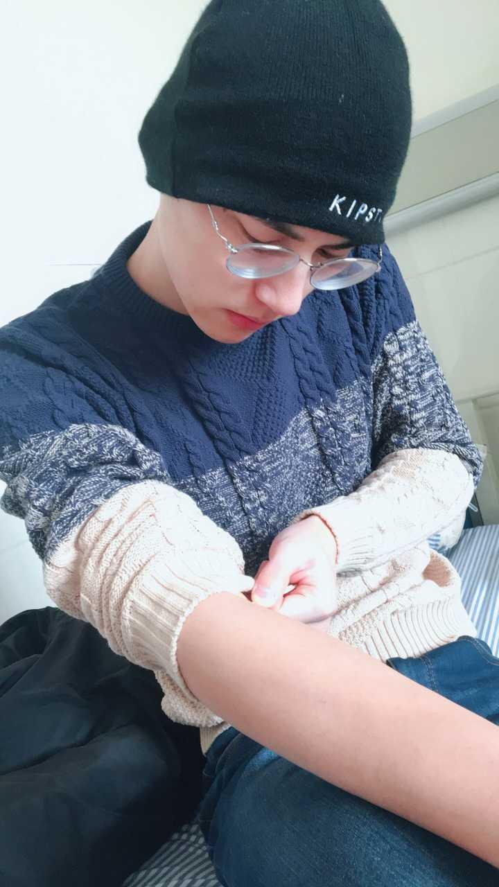 色妹妹偷拍网_这是前几天感冒发烧在医院抽血检查时我偷拍的,我妹妹说太娘了,以后不