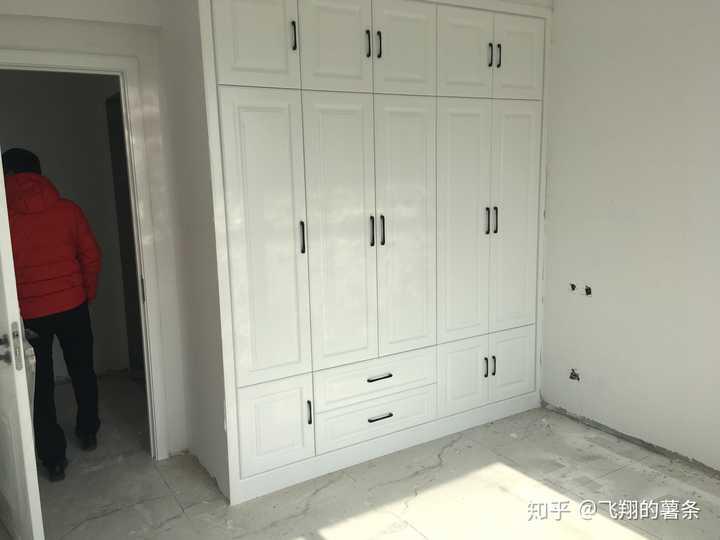 请木工打柜子划算还是定制衣柜划算?