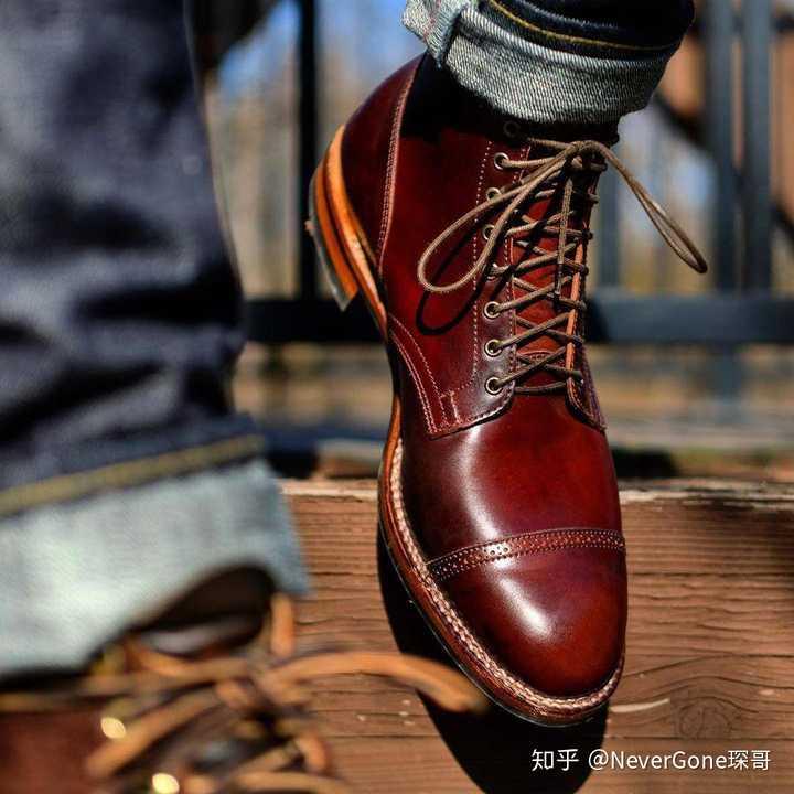 有哪些易搭配的工装靴?