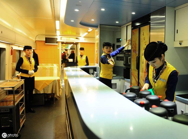 火车餐车在几号车厢(火车餐贵不贵呢)