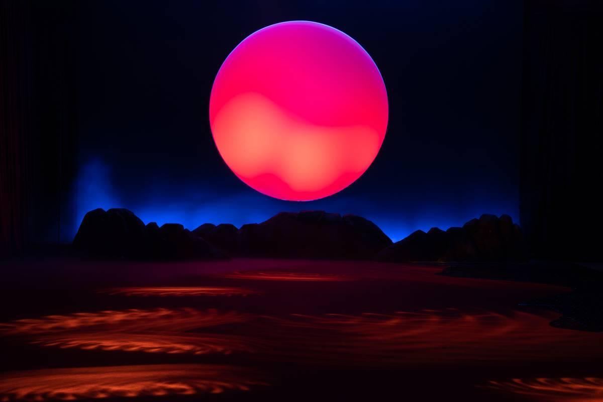 《【摩鑫娱乐怎么代理】GRACE KELLY | 色彩炼金术新品发布,黄龄董又霖同场看秀》