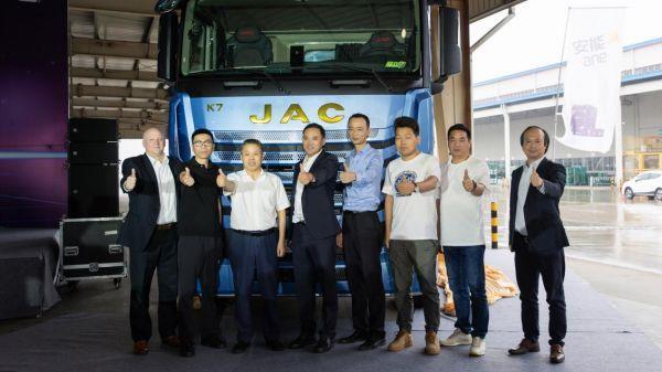 赢在起跑线!江淮跨越15升530+马力自动挡天然气牵引车全球首发