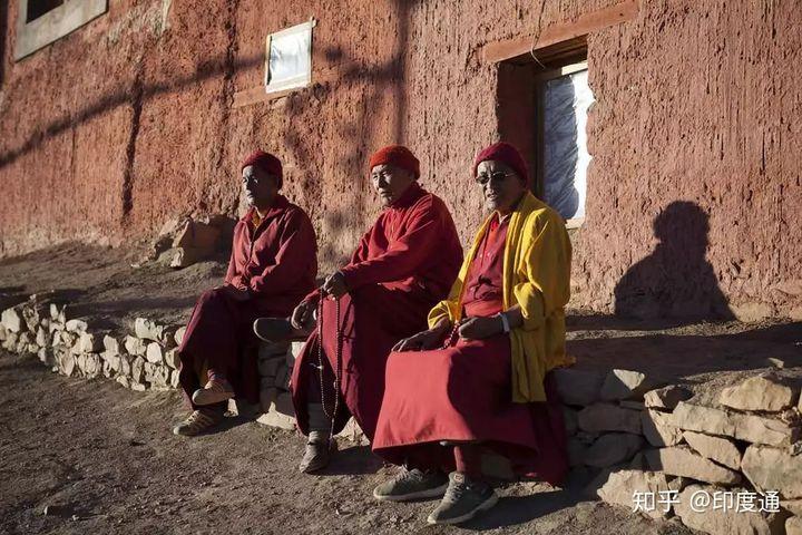 在世界最冷的地方,印度僧侣开始为过冬做准备-印度通