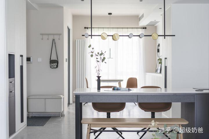 128㎡旧房改造,沙发不靠墙+多功能岛台,Get超棒交互式空间!