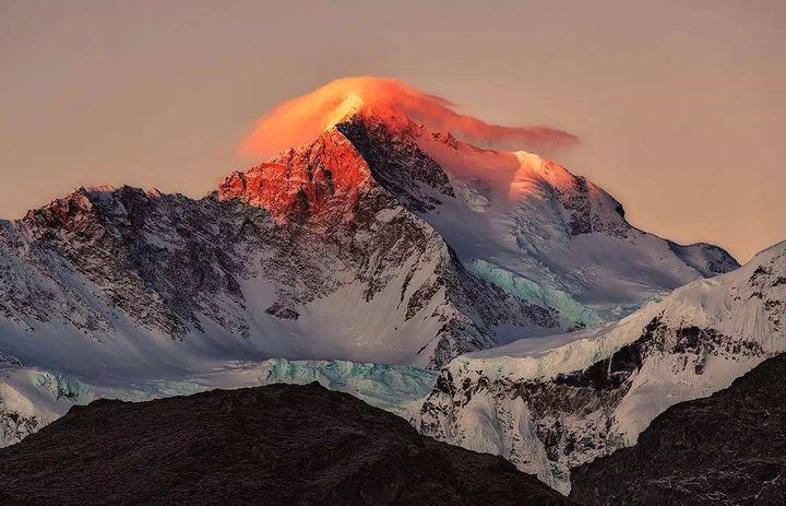 珠穆朗玛峰有多少人登上去过(珠穆朗玛峰在上面能看到古人吗)