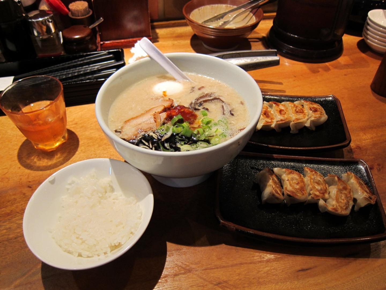 """""""来碗拉面,点个饺子,再加一碗米饭。""""ーー在日本吃饭的那些奇葩事儿"""