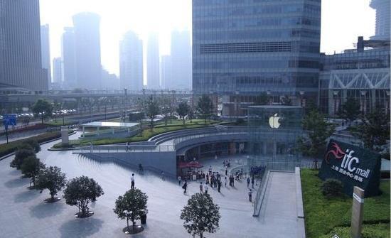 有哪些建筑的下沉广场让人印象深刻?