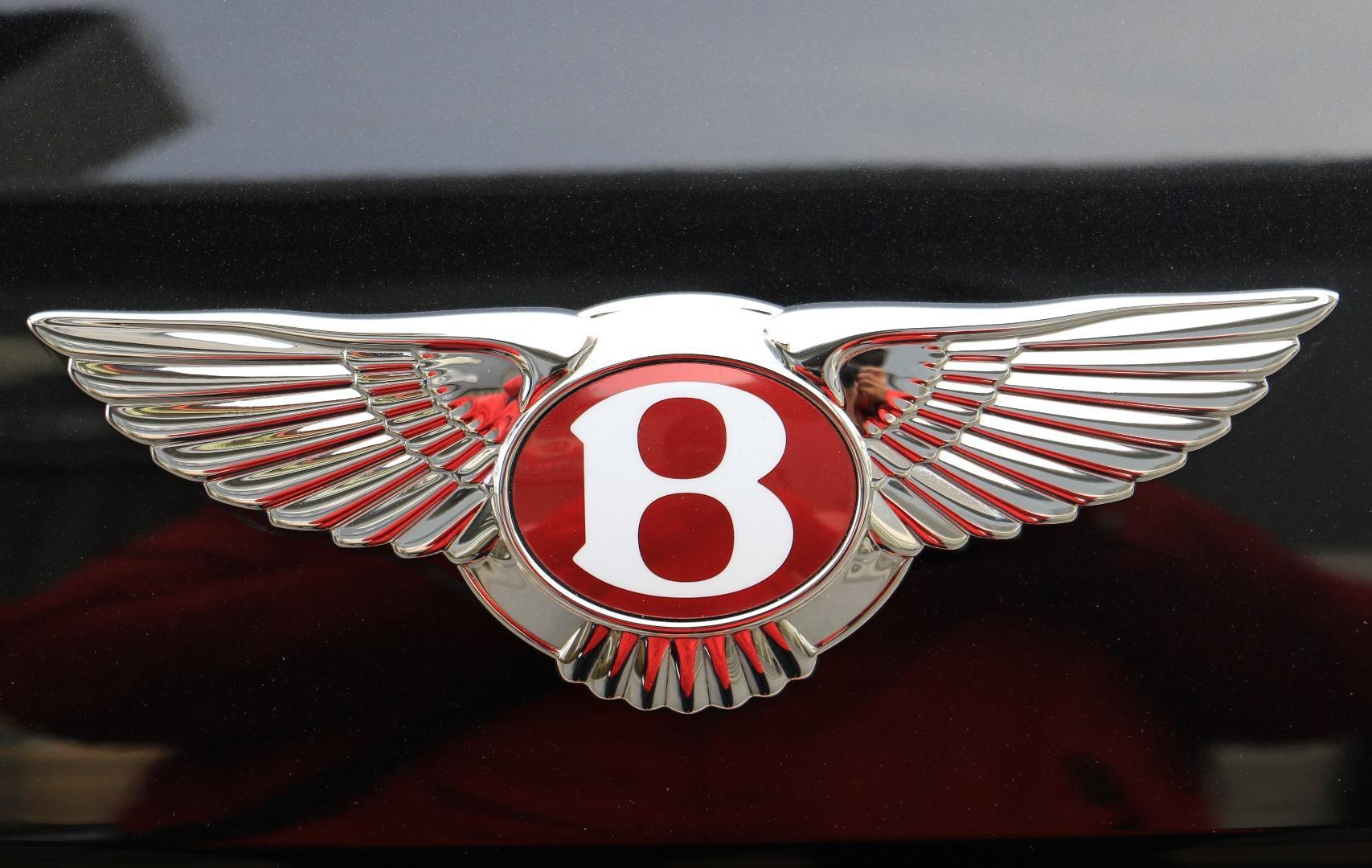 【泡芙车评】体验入门奢华,宾利飞驰V8