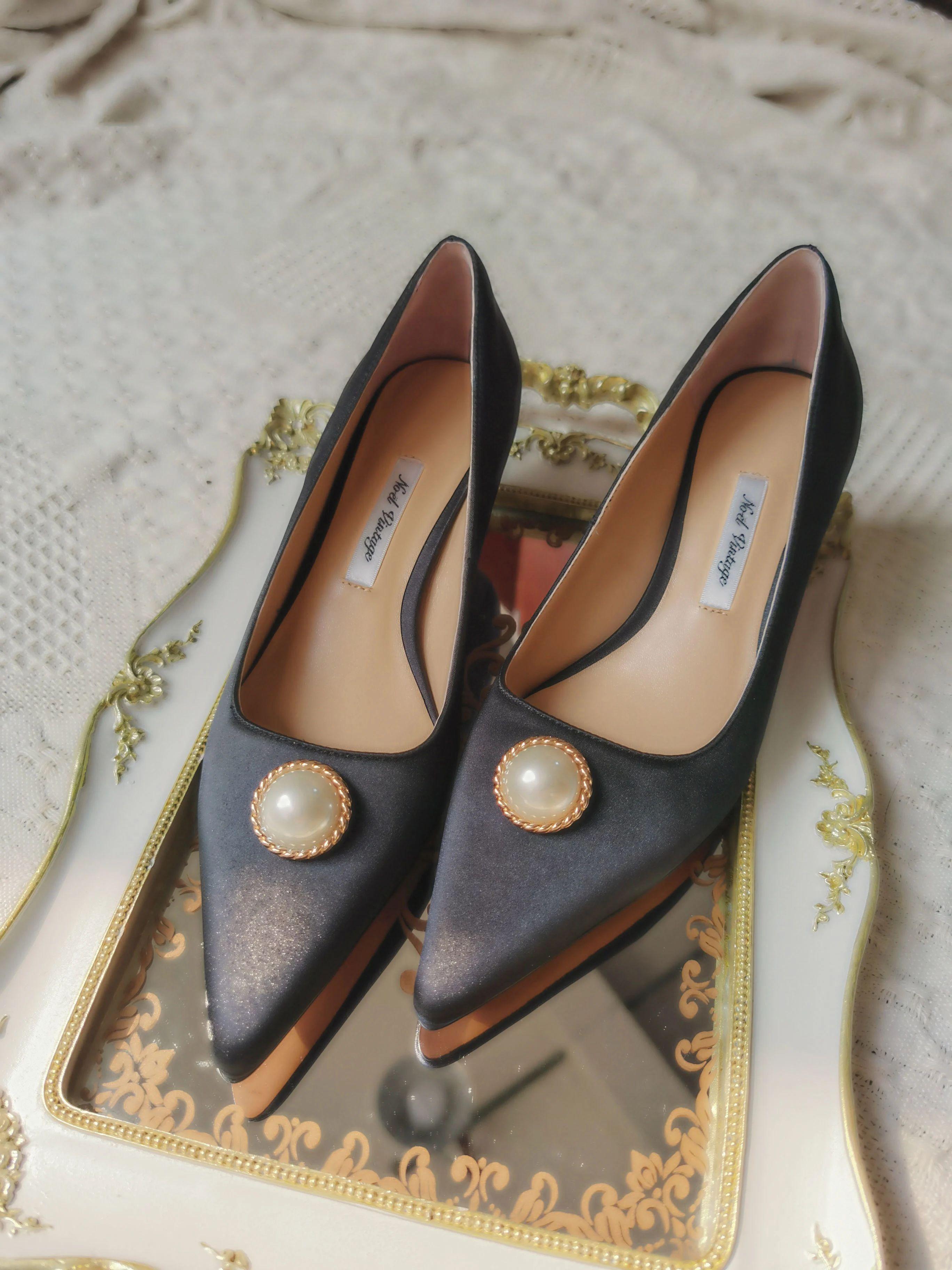 黑色尖头细跟高跟鞋_有哪些很时髦、穿久也不累脚的高跟鞋? - 知乎