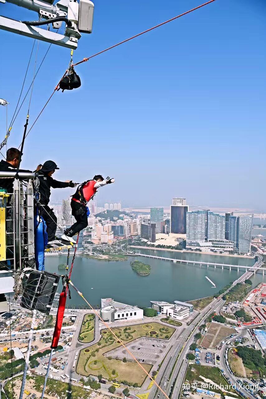 跳伞和蹦极哪个更令人感觉害怕?