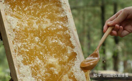 蜂巢白色固体的厚度是多少?蜂巢的白色电影可以吃吗?