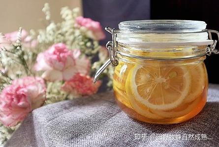 你能喝柠檬蜂蜜水吗?柠檬蜂蜜水的影响是什么?